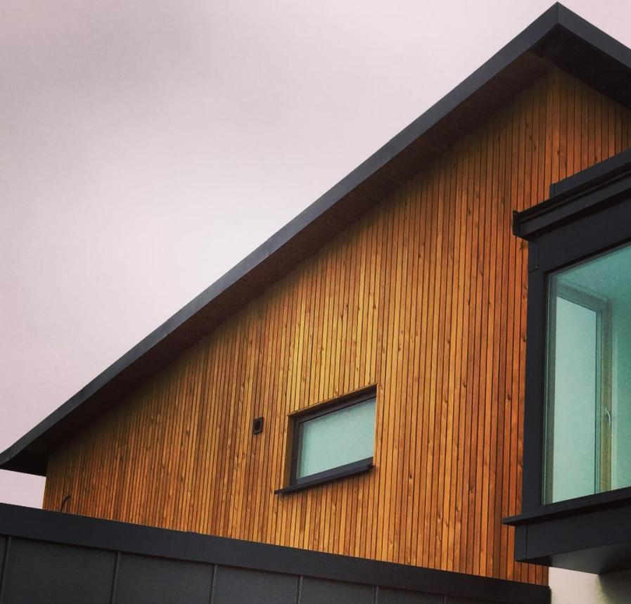 Eco-friendly home by Dennis Hellyar