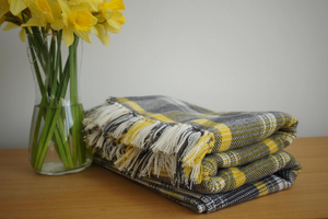 Pembroke throw, large blanket with hand-finished tassel edging