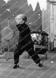 1971年莫桂蘭師母於麗的呼聲表演鐡線拳4