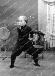 1971年莫桂蘭師母於麗的呼聲表演鐡線拳3