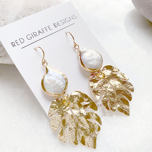 Textured Gold and Freshwater Pearl Earring