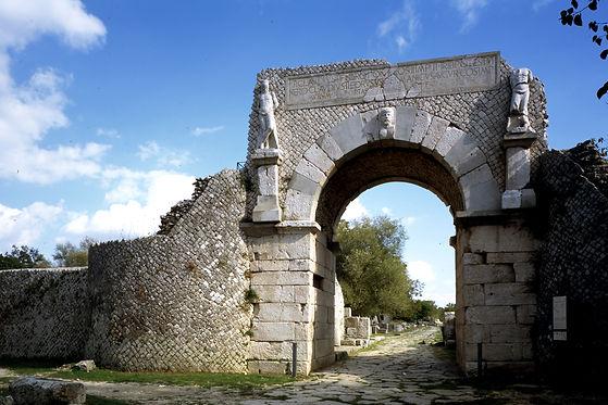 Sepino-Altilia-porta Boiano.jpg