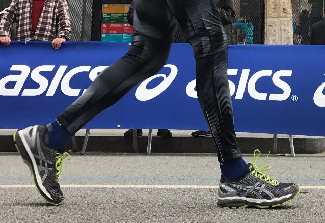 corriendo con zapatillas amortiguadas
