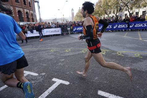 ¡Nuevo récord de Europa de Maratón descalzo!
