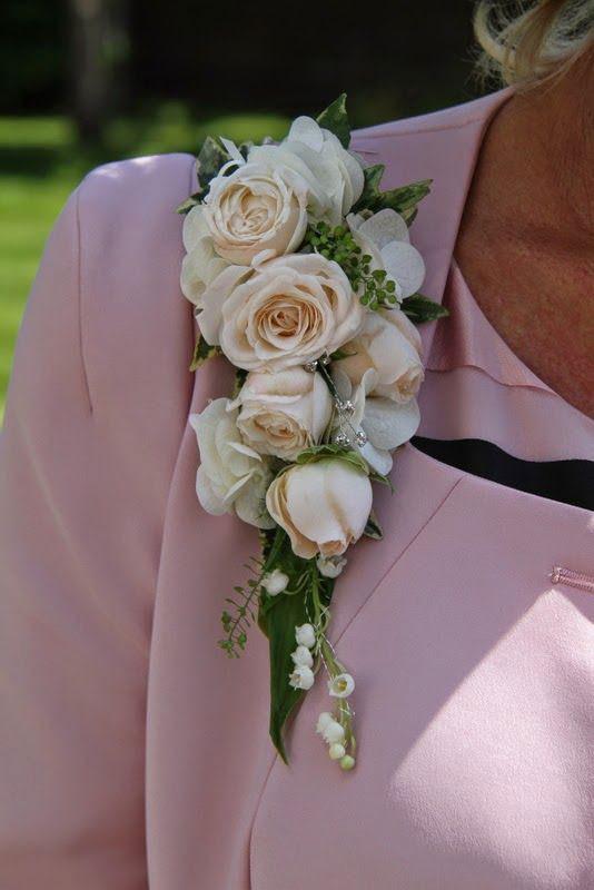 Classic lapel corsage