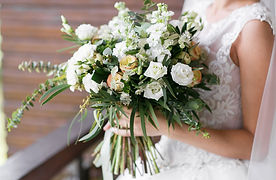 White-rose-wild-hand-tied-bouquet_800px.