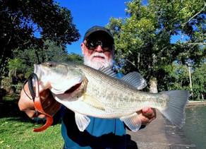 Pesca de Black Bass no Inverno, com Satoshi Maeda