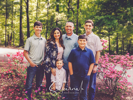 Linson Family of Southern Illinois Takes Family Photos at the Azalea Path