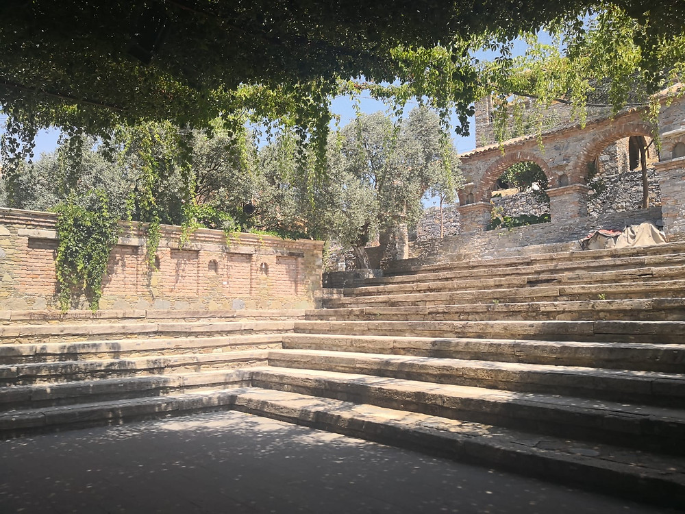 Tiyatro Medresesi'nin amfitiyatrosu