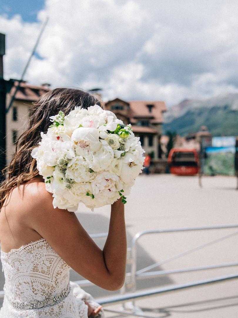 Bouquet Shot - Bride on the Go - AbieLiv