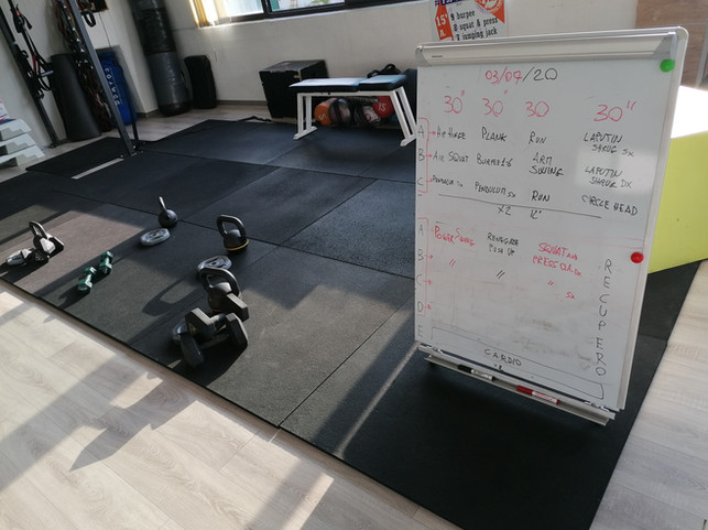 La lavagna aiuta nella spiegazione del workout