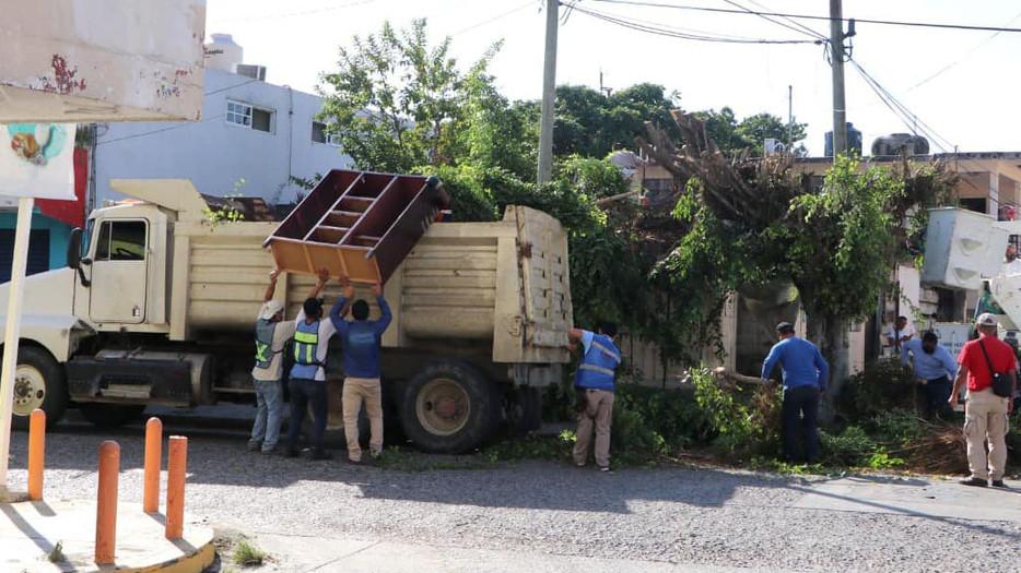 Gobierno de Tuxpan ha brindado apoyo a ciudadanos ante fenómenos naturales y pandemia.
