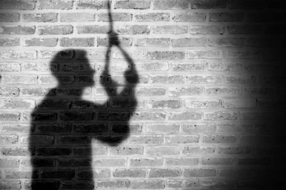 HOMBRE SE SUICIDA EN PUENTE PEATONAL EN XALAPA.