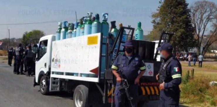 Detienen a dos hombres tras robar camión con 40 tanques de oxígeno