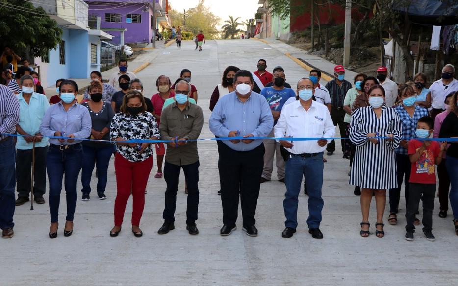 Gobierno de Tuxpan entrega más obras de calidad, inaugura pavimentaciones en La Ochoa y El Esfuerzo