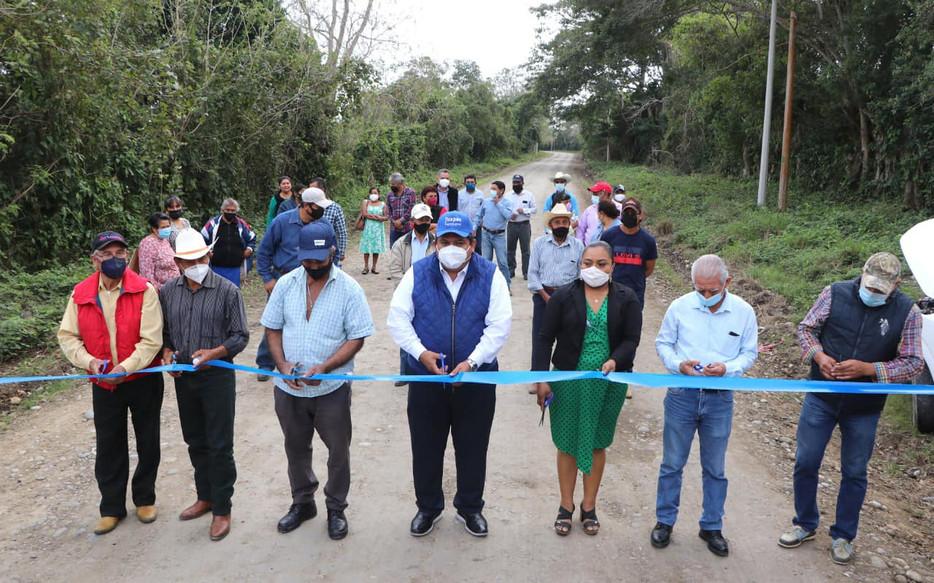 Gobierno de Tuxpan cumple a comunidades con la rehabilitación del camino El Paraíso a Peña de Afuera