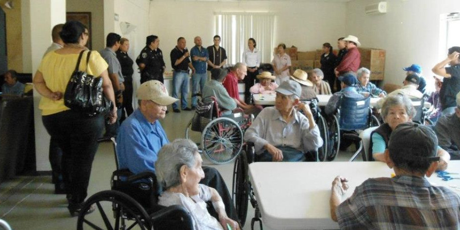 Brote de COVID-19 en asilo de adultos mayores deja 13 muertos