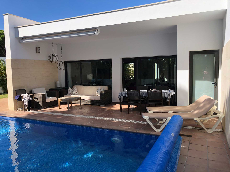 Vista al piscina