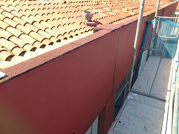 reconstrucción de muro de la parte superior del edificio e impermeabilización con revestimiento de telas asfálticas, sellado de junta  de dilatación en torrelavega santander
