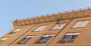 instalación de redes anti aves en aleros de torrelavega santander, trabajos verticales fachadas cantabria