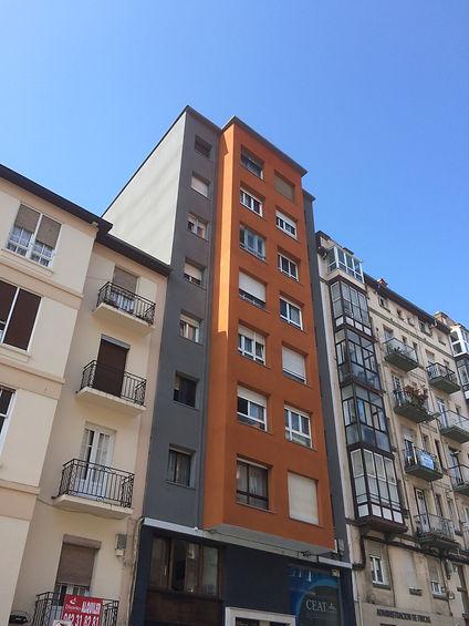 realizamos aislamiento de fachadas sin montar andamios, con sistema de trabajos verticales en torrelavega santander