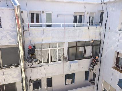 Empresa situada en Santander (Cantabria) especializada en la rehabilitación de todo tipo de trabajos en fachadas y tejados combinando los sistemas de andamio modular y trabajos verticales con una amplia experiencia en el sector.Cuenta con cualificación para realizar todos los trabajos.También realizamos trabajos de aislamiento en fachadas