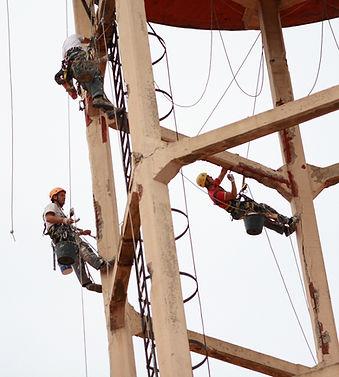 Trabajos verticales en torrelavega reparación de estructura de hormigón, reparación con morteros, albañilería en altura, realizamos trabajos de rehabilitación de fachadas con sistema de trabajos verticales y descuelgue vertical, pasivado de varillas metálicas