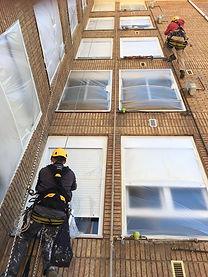 Empapelado de ventanas y cubrición de zonas a mantener libres de aplicación