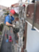rehabilitación de cornisas y aleros con cuerdas y sistemas progresión horizontal en alturas