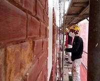 rehabilitación de fachadas de ladrillo caravista visto en torrelavega y santander con andamios modulares, expertos en impermeabilización de fachadas con revestimientos semiespesos