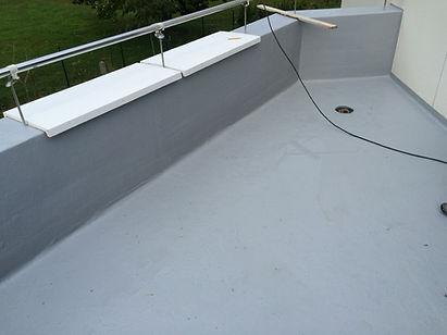 trabajos de construcción impermeabilización de terrazas, colacación de cubremuros de hormigón polímero, formación de sumidero con fibra geotextil torrelavega santander
