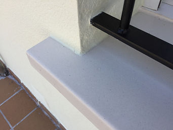colocación de vierteaguas de hormigón polímero fachadas de mortero térmico