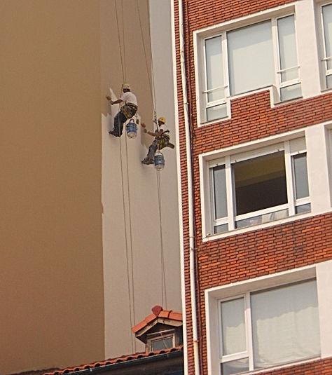 mantenimiento y conservación de fachadas con trabajos verticales descuelgue vertical en torrelavega santander