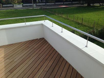 terraza con acabado de tarima de madera ipe