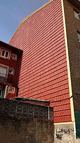 rehabilitación de fachadas de tejas con sistema de descuelgue vertical en santander, tratamiento anti fisuras grietas con larga durabilidad en torrelavega