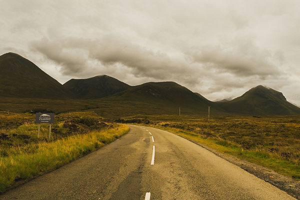 road-middle-hill-meadow-scotland-compres