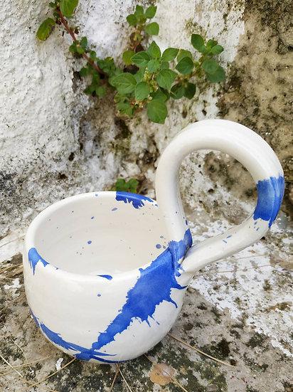 Mug with modern handle
