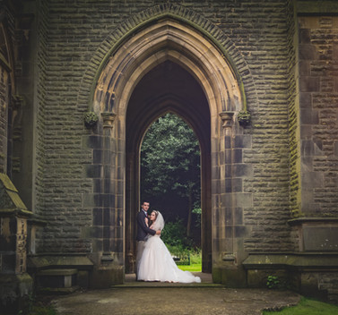Arch Wedding Couple
