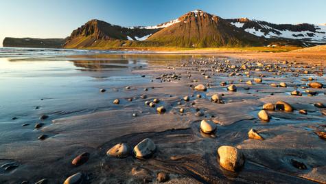 pobřeží zátoky Hlöðuvík, Hornstrandir