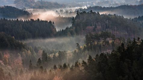 Křížový vrch, Rýnartice, podzimní mlhy v údolí