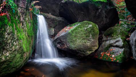 Dvojitý vodopád, Jizerské Hory.jpg