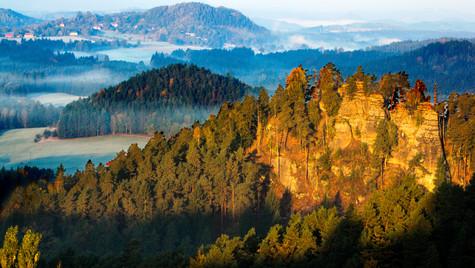 Křížový vrch, Rýnartice, svítání nad ska