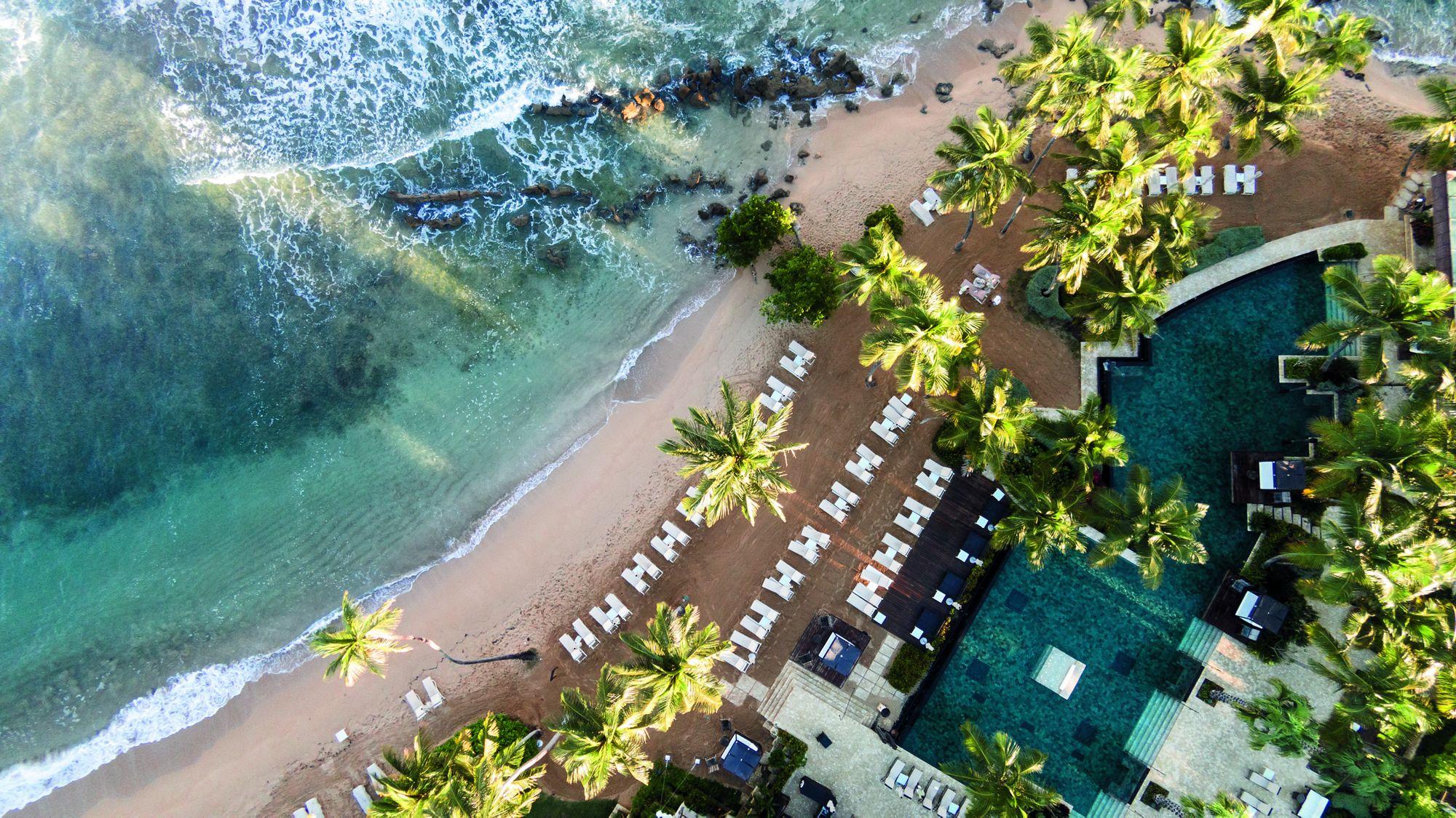 Este complejo vacacional ultra lujoso de Ritz-Carlton Reserve, cuenta con 114 habitaciones y suites frente a la playa recreadas con un cuidadoso diseño. Además, destaca Su Casa, la única villa de cinco habitaciones así como su galardonado Spa Botánico que introduce un concepto de cocina spa.