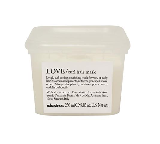 Mascarilla disciplinante y nutritiva. Nutre intensamente y aporta hidratación y suavidad a los cabellos ondulados onrizados, volviéndolos fáciles de trabajar. (26,90€/250ml)
