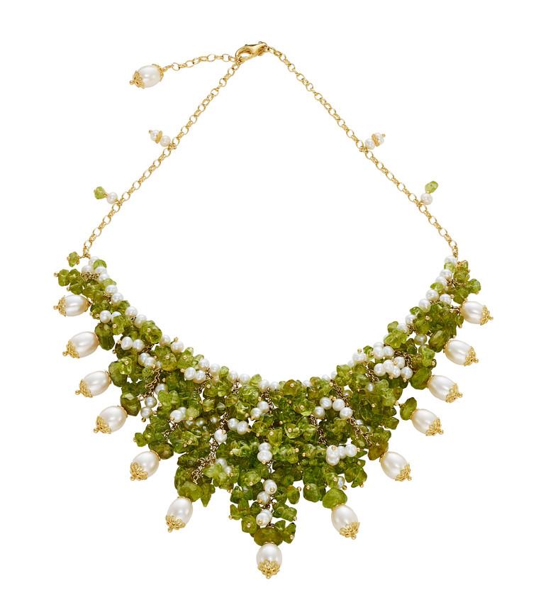 Gargantilla cascada de plata dorada, perlas y peridotos (800 €)