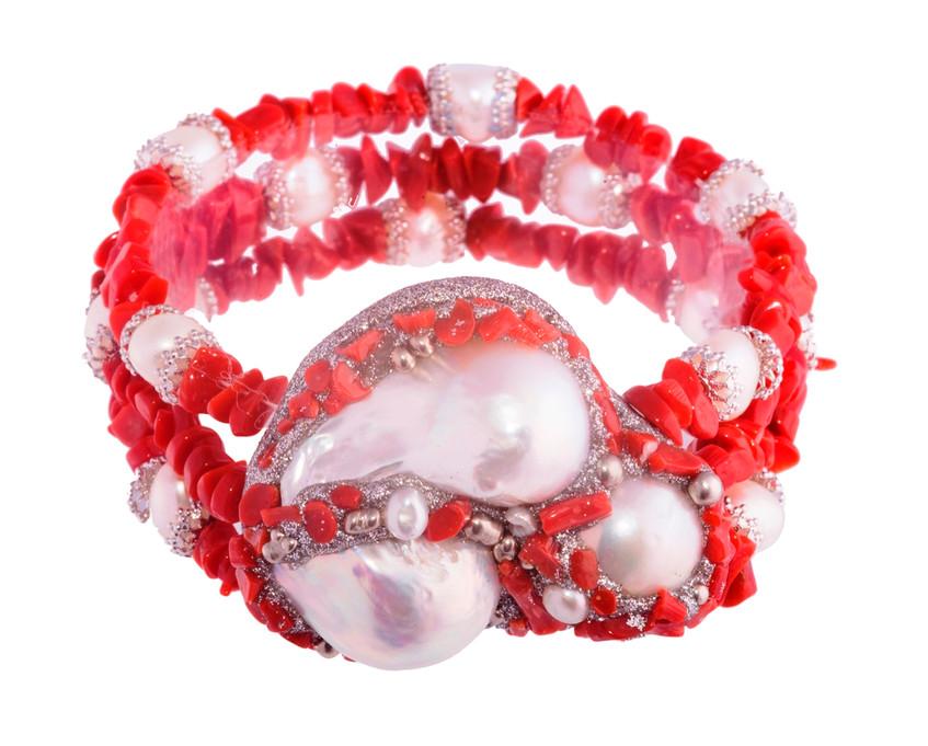 Pulsera de perlas y concha de coral en plata (450€)