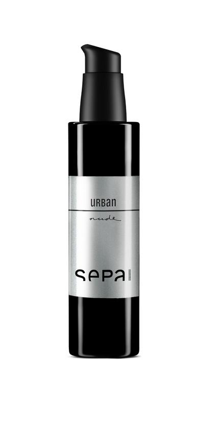 Contiene un complejo anti-polución y anti-radicales libres que atrapa los metales pesados. Hidratación intensa y duradera de acabado sedoso. (62€)