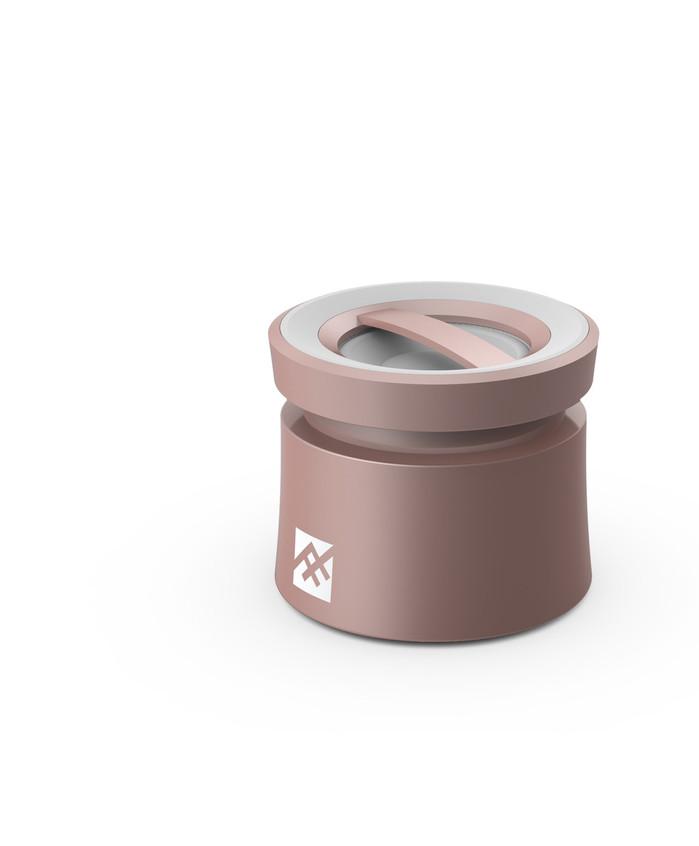 El altavoz inalámbrico Coda Wireless Speaker ofrece un gran sonido en un diseño elegante y ligero, creando un sonido envolvente con sus controladores de 40 mm y altavoz omnidireccional de 360°. El control de un solo botón y su diseño portátil permite llevar la música a cualquier parte. (14,99€)