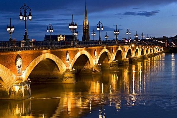 Pont de Pierre. Fuente: impressivemagazine.com