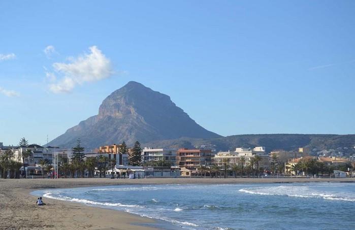 Playa del Arenal. Fuente: www.javea.com